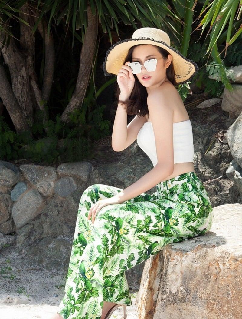 Áo Bra là gì? Có những loại nào? 10 cách phối đồ với áo Bra đi biển