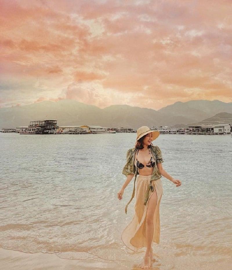 List 33 tư thế và các kiểu chụp ảnh đẹp ở biển Đơn Giản mà Chất