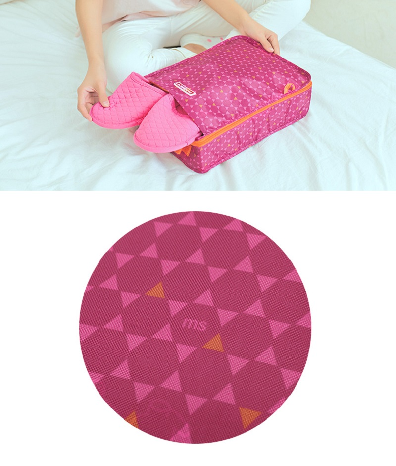 Cận cảnh chất liệu của túi đựng giày 2 ngăn Msquare Formal màu hồng