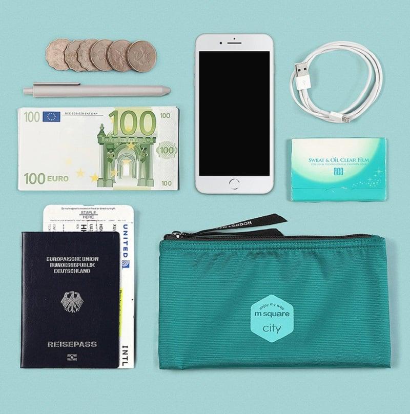 Túi đựng mỹ phẩm Msquare có thể đựng nhiều vật dụng khác nhau