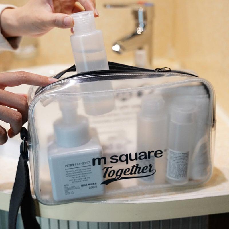 Sắp xếp đồ dùng cá nhân vào túi nhựa trong suốt đựng mỹ phẩm Msquare Together