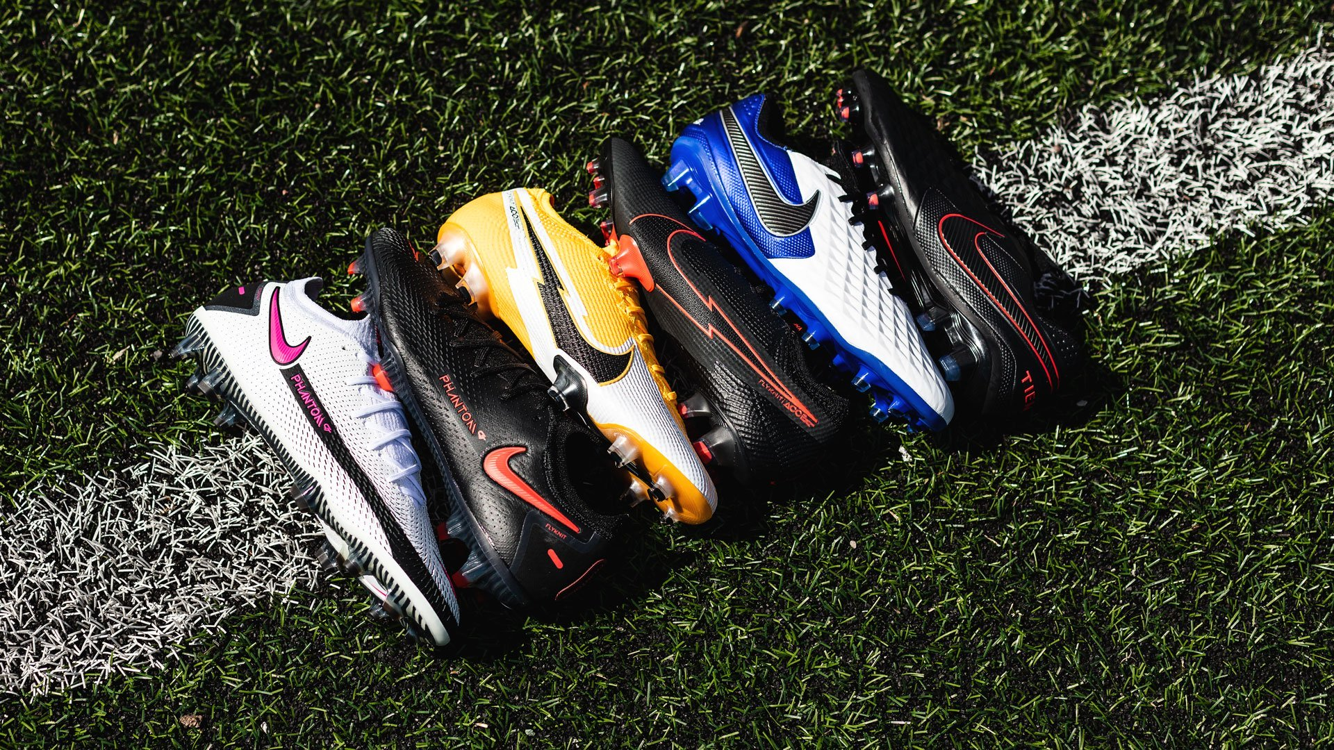 giày đá banh cỏ nhân tạo mới nhất của Nike