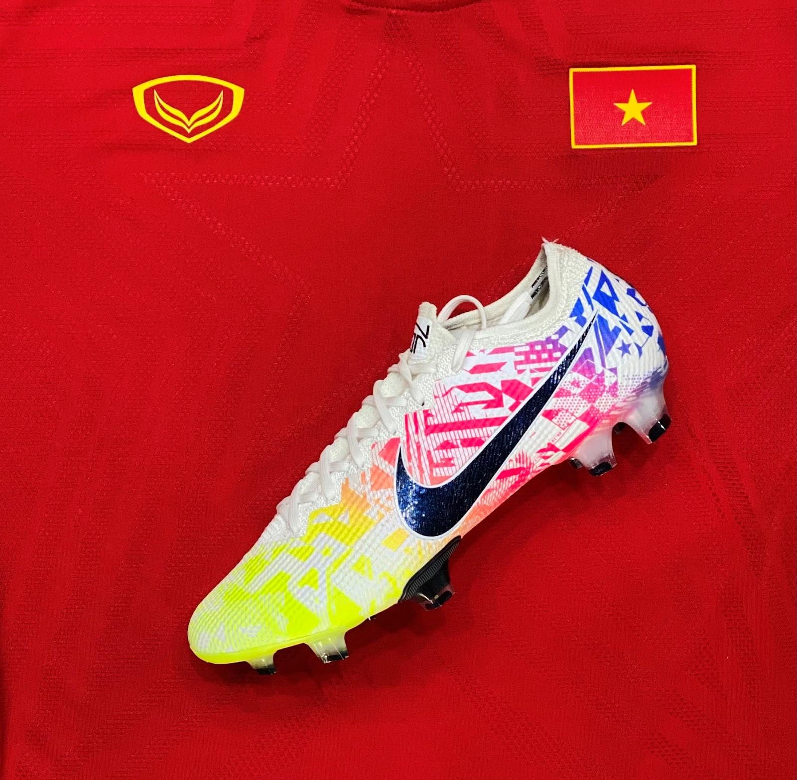Giày đá bóng Nike sử dụng công nghệ upper Flyknit