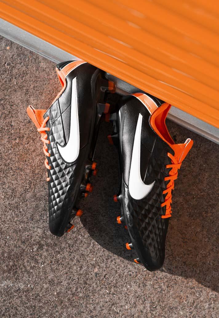 Cảm hứng được bắt nguồn từ đôi giày Nike Tiempo Legend IV từ năm 2011.