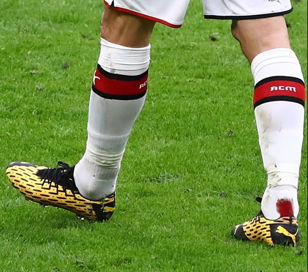 Ibrahimovic mang Puma Future 5 Spark trong trận AC Milan v Genoa (Italian Serie A)