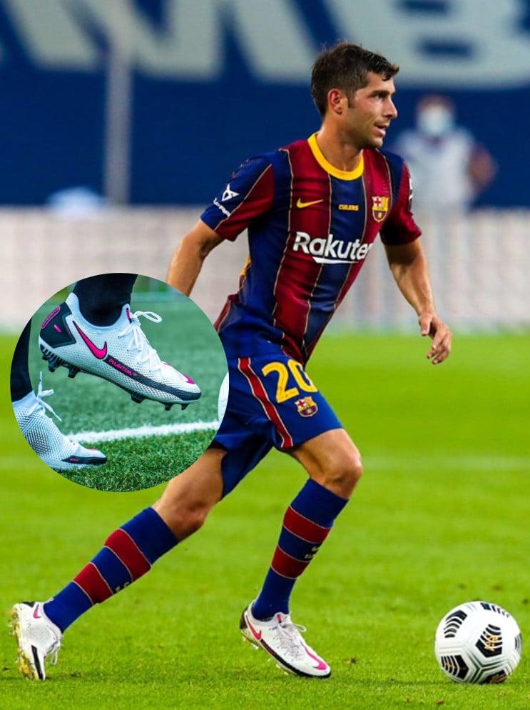 Sergi Roberto mang giày đá bóng Nike Phantom GT