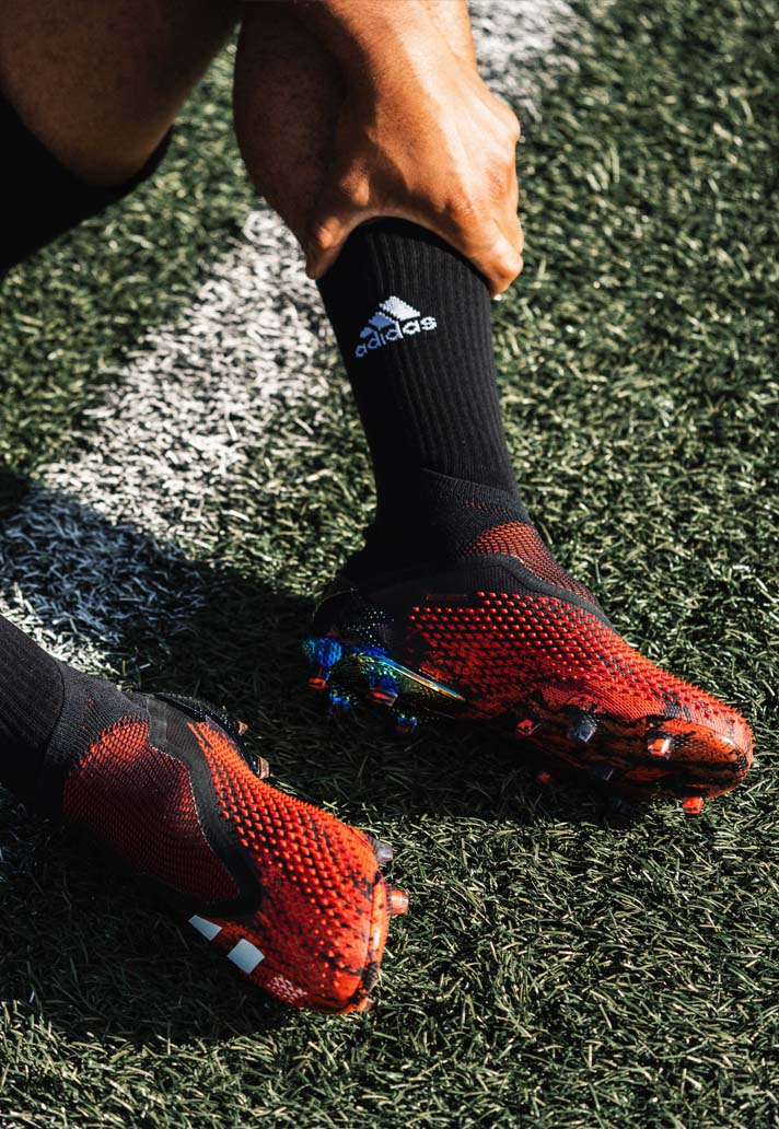Giày đá bóng Adidas Predator
