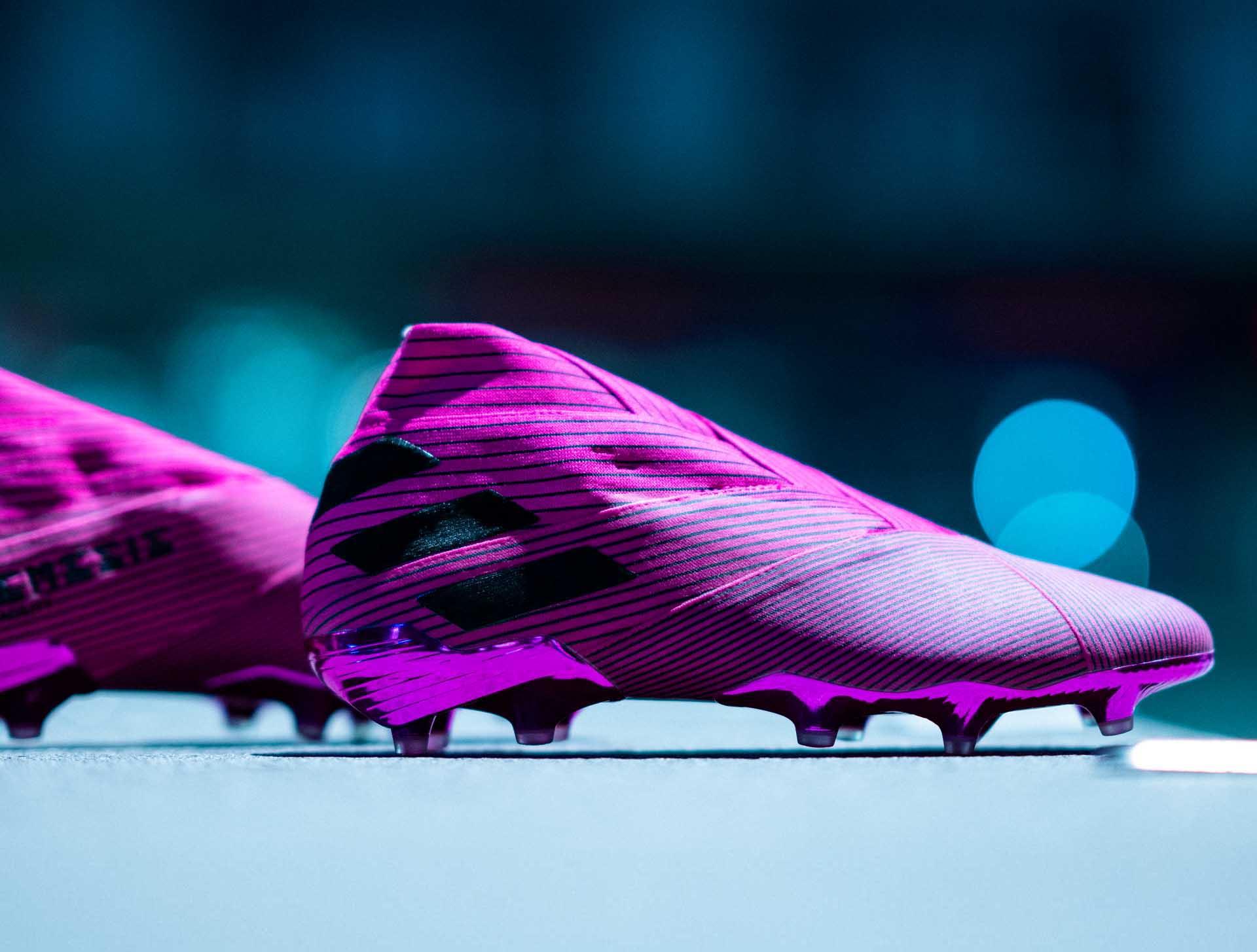 Giày đá banh chính hãng. Giày đá banh Adidas. Giày đá banh cổ cao.