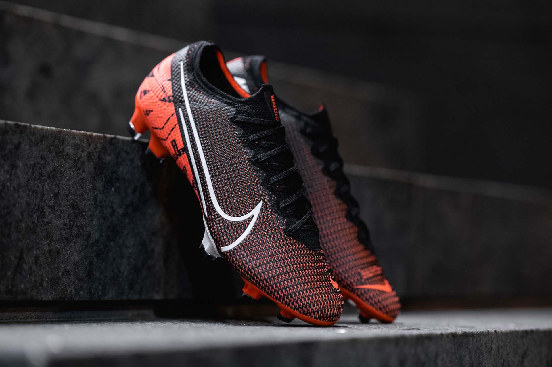 Giày đá banh chính hãng. Giày đá banh Nike. Nike Mercurial Vapor 13 như là một món quà xứng đáng để khách hàng tự thưởng cho bản thân
