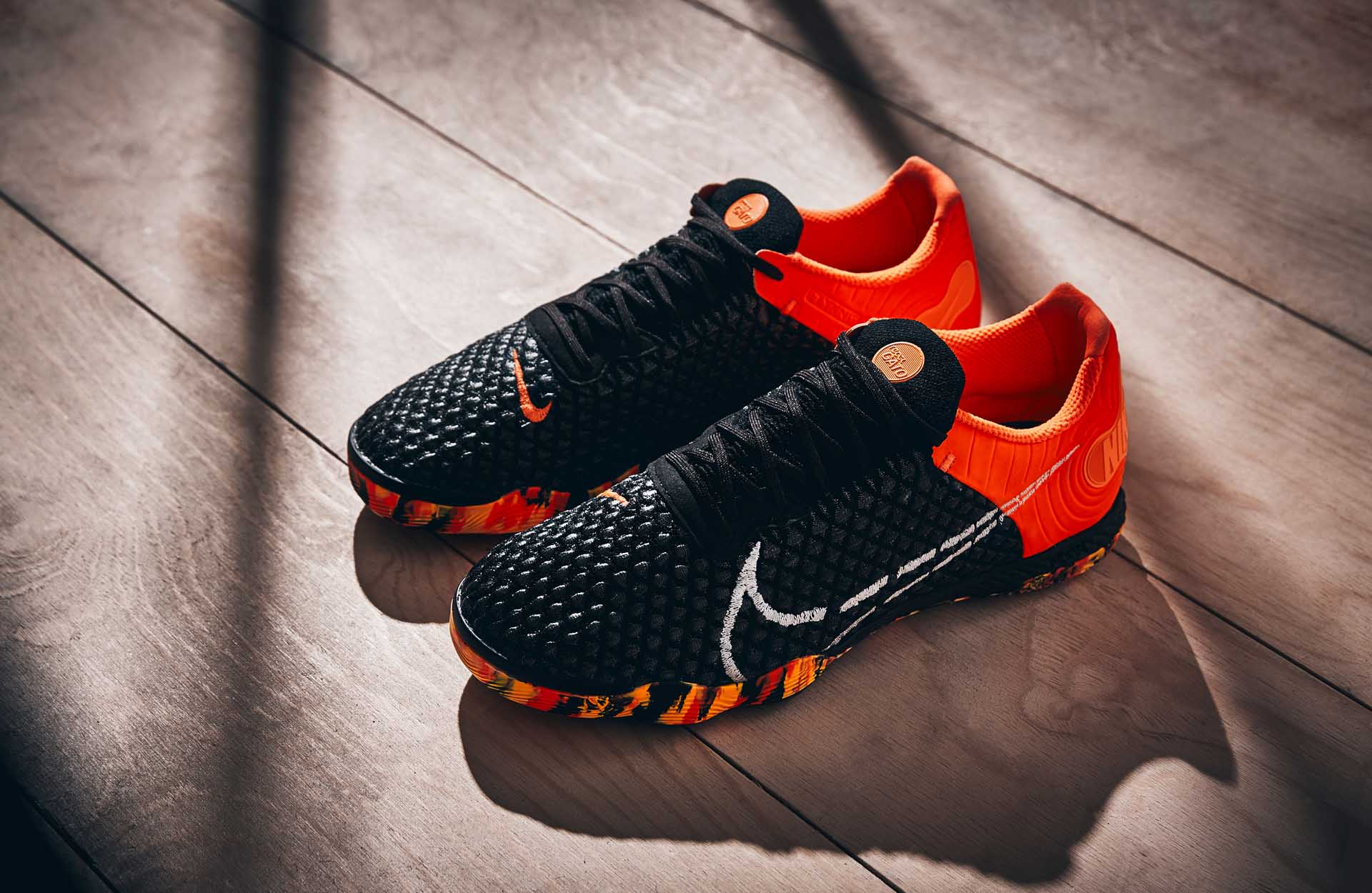 "Nike React Gato mang màu sắc nổi bật ""Black/White/Orange/Smoke Grey"""