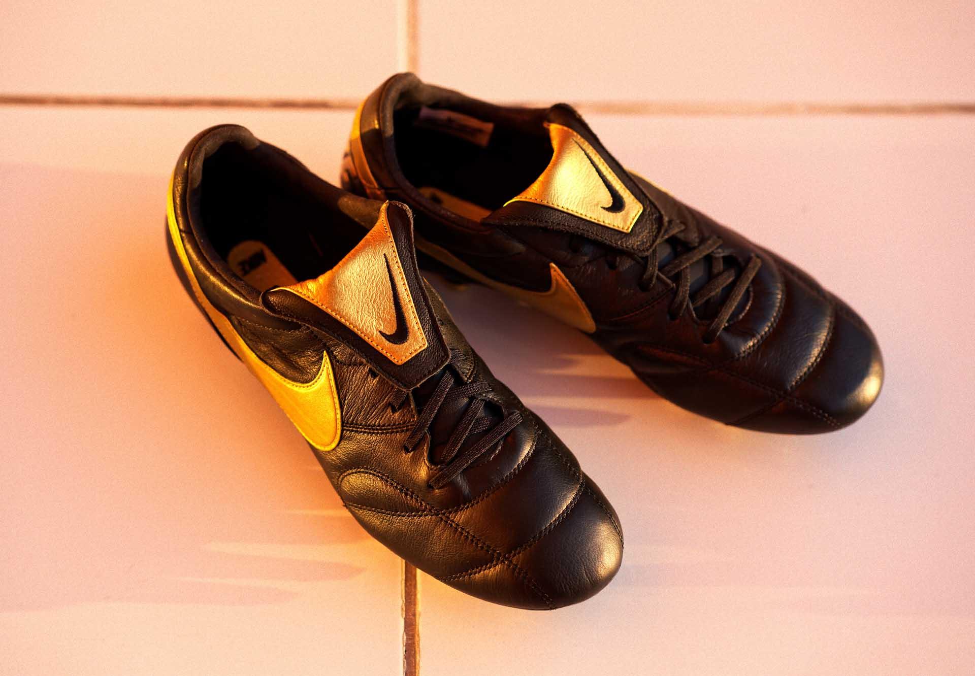 """Phối màu """"Black Lux"""" đầy sang trọng của Nike Premier II"""