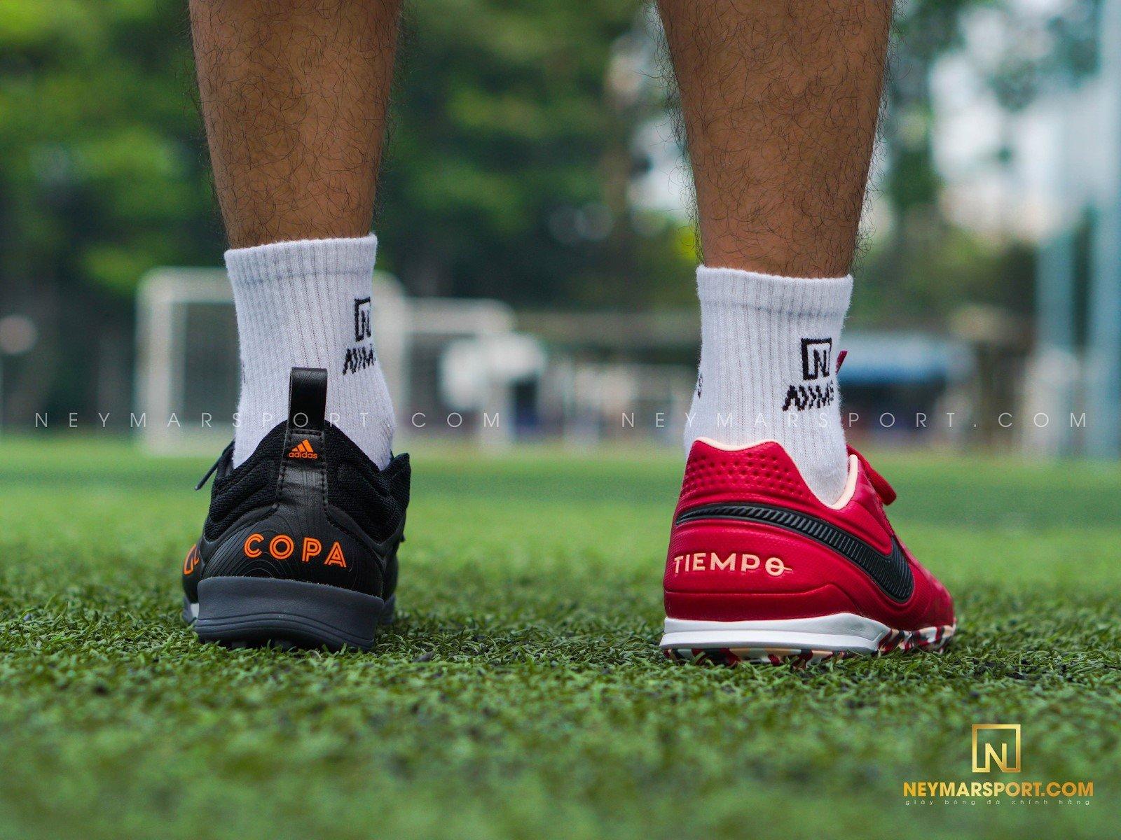 So sánh giày cỏ nhân tạo bằng da thật nổi tiếng nhất | adidas Copa 20.1 và Nike Tiempo Legend 8