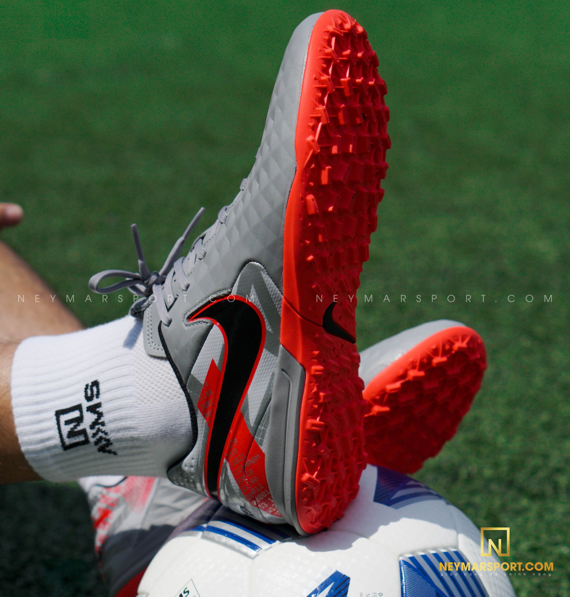 Giày đá bóng Nike Tiempo Legend 8 Academy TF Neighbourhood