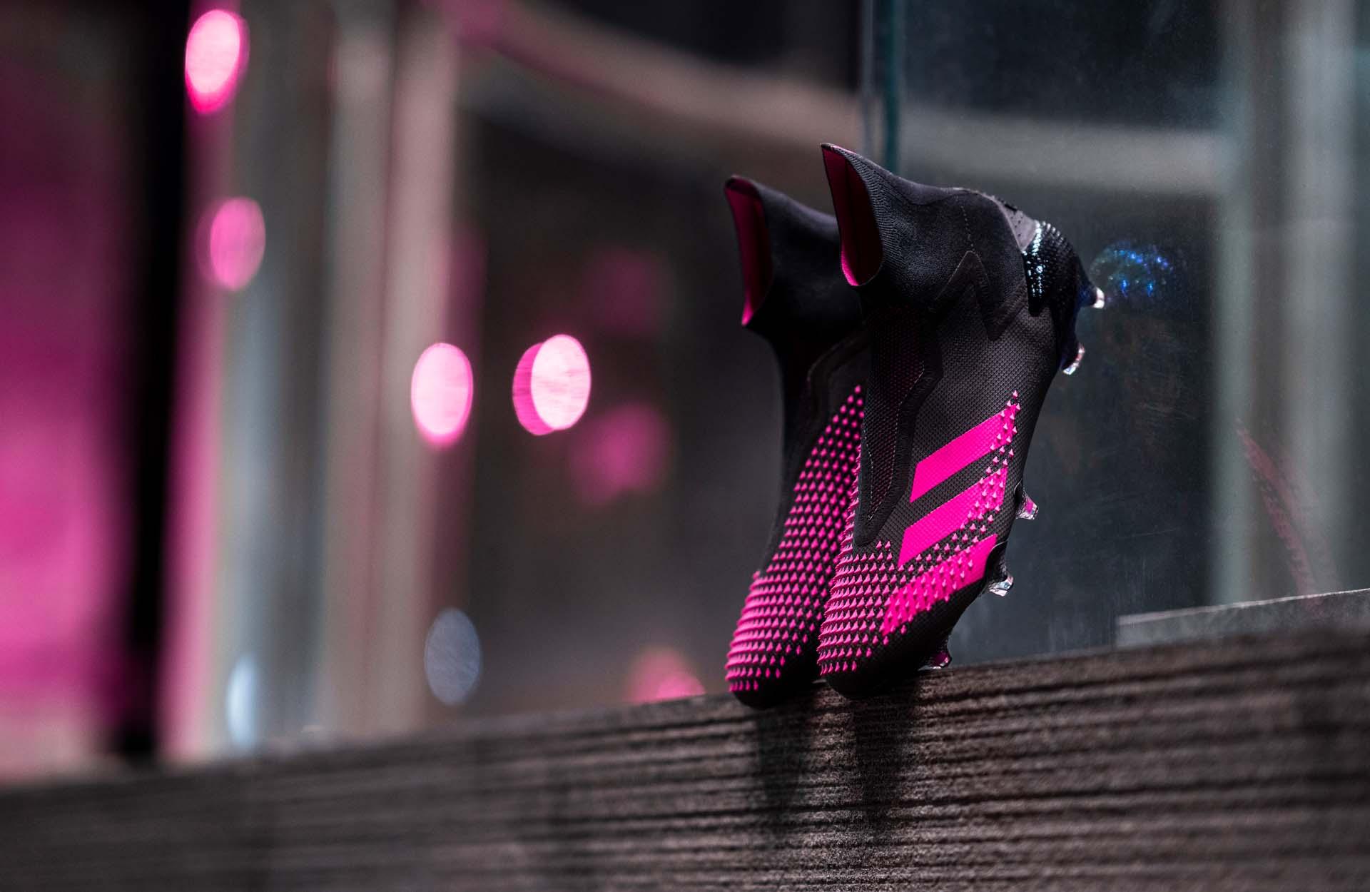 """Thiết kế độc quyền của Pro: Direct Soccer đặc biệt với phối màu """"Black/Fluro Pink"""""""