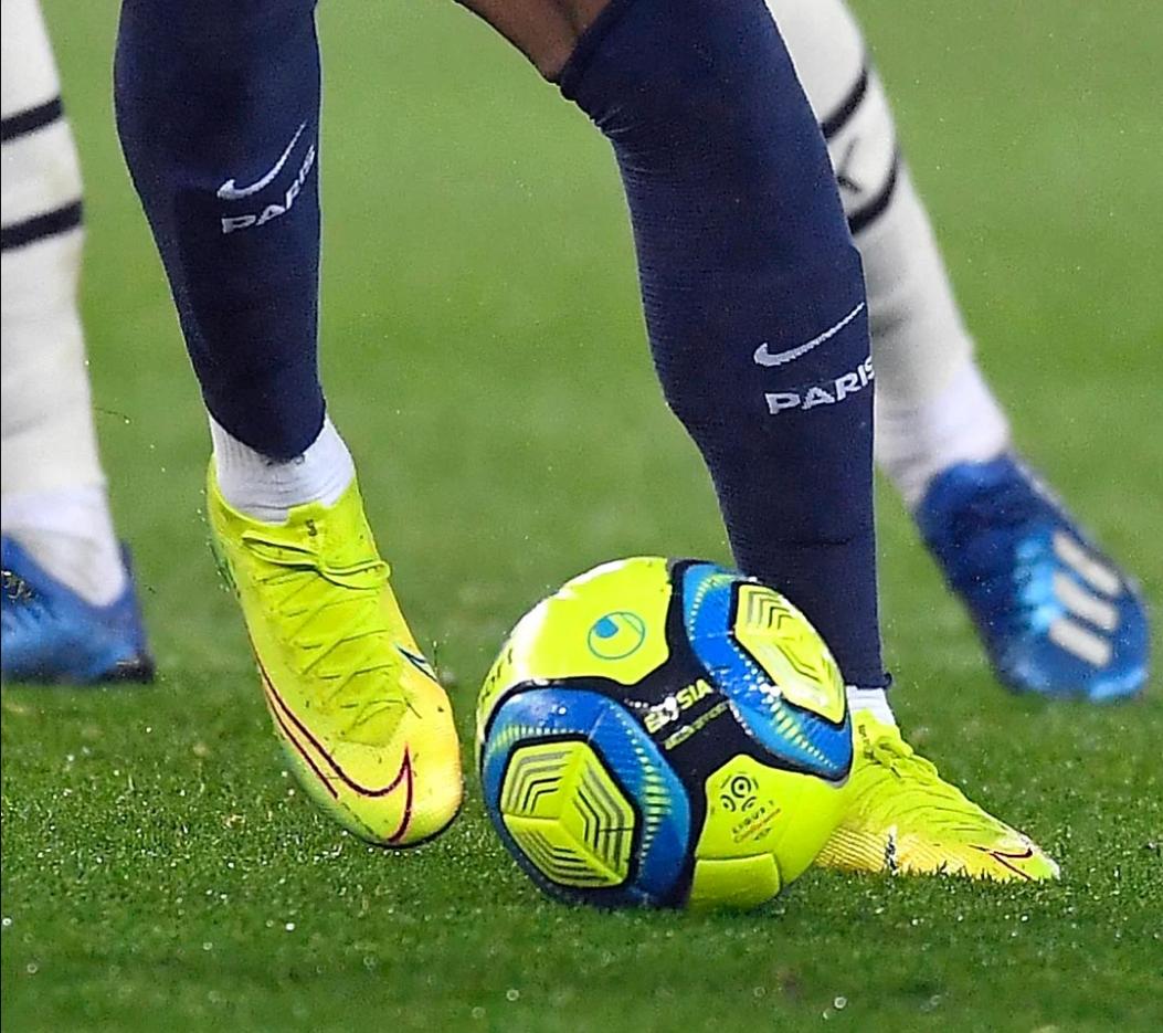 Mbappe mang đôi Nike Mercurial Superfly