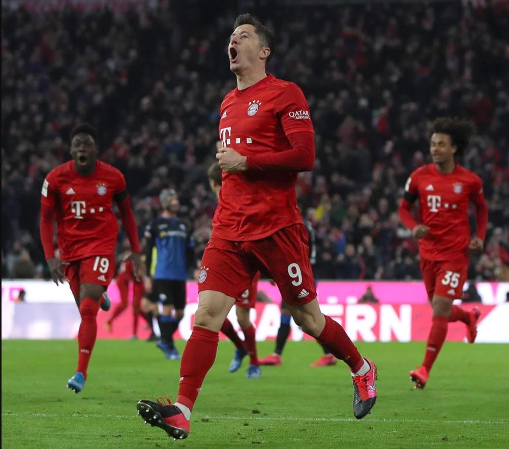 Tiền đạo của Bayern Munich đã ghi bàn cùng với đôi giày Nike Phantom VNM Future Lab