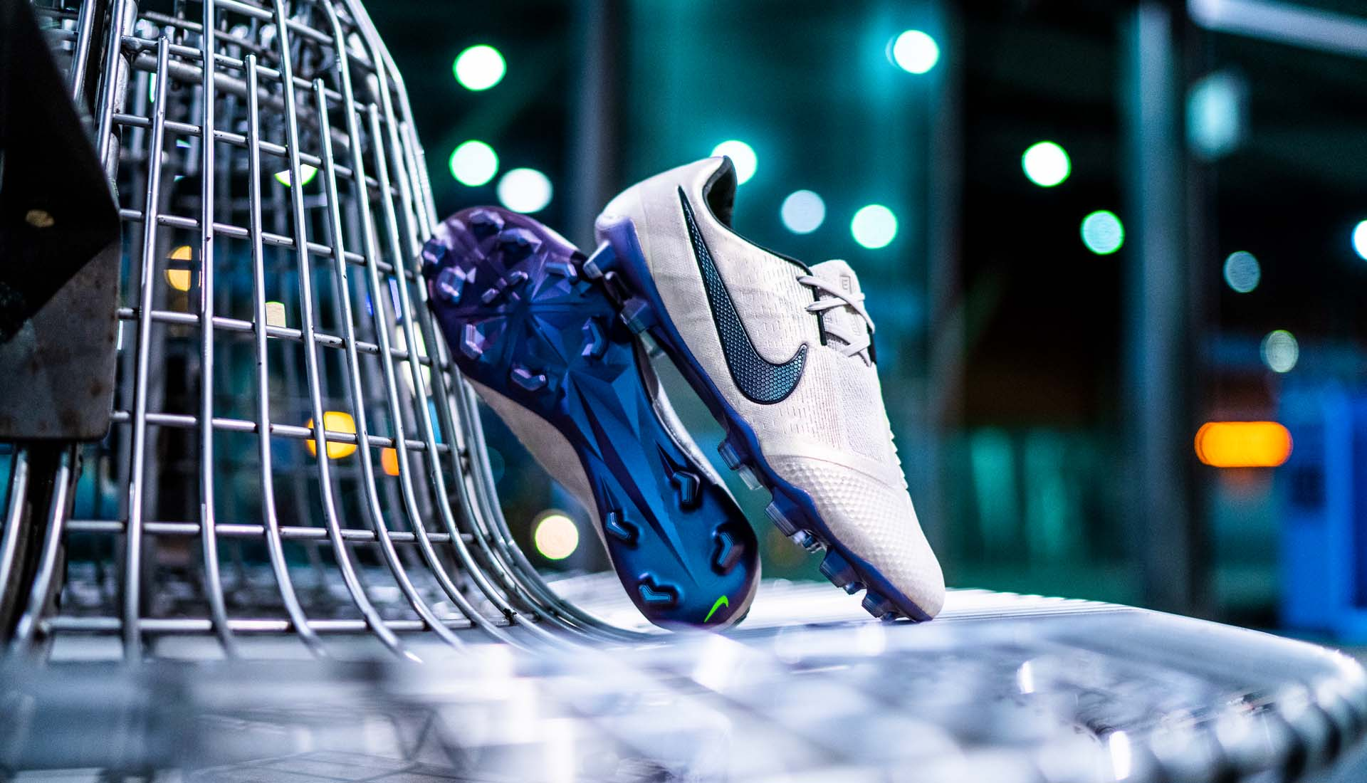 Giày đá bóng Nike Phantom Venom Terra pack