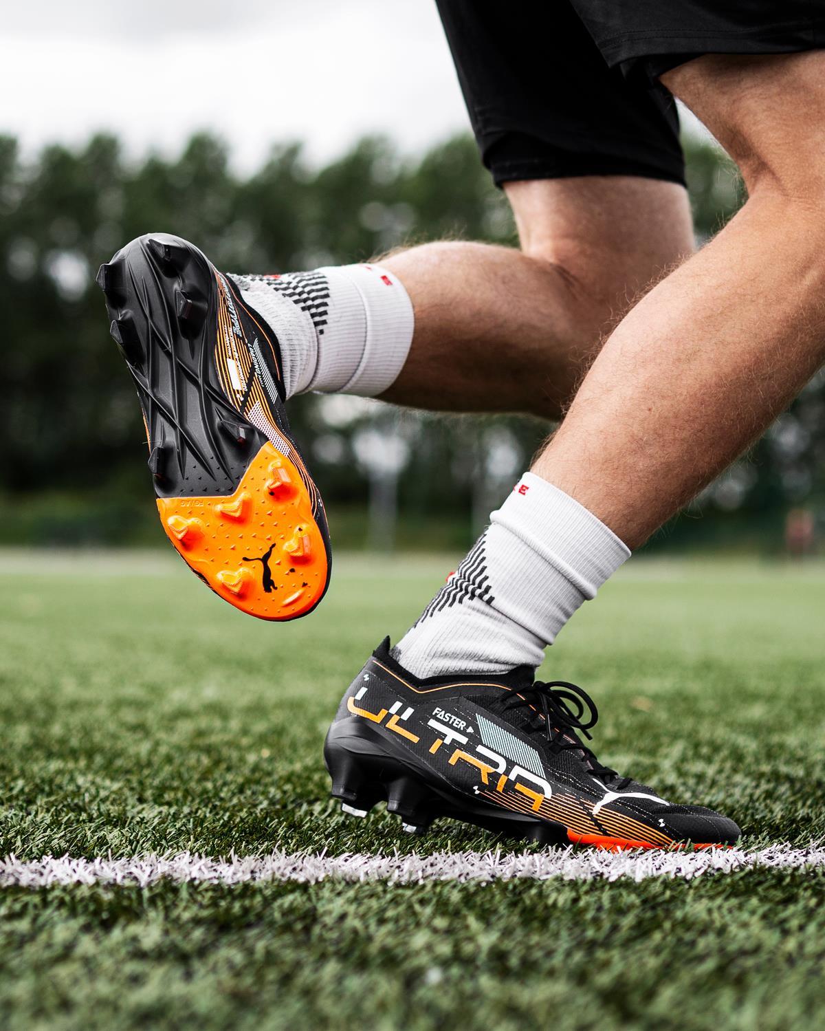Điểm nổi bật nằm ở trọng lượng giày siêu nhẹ so với PUMA Future và PUMA ONE