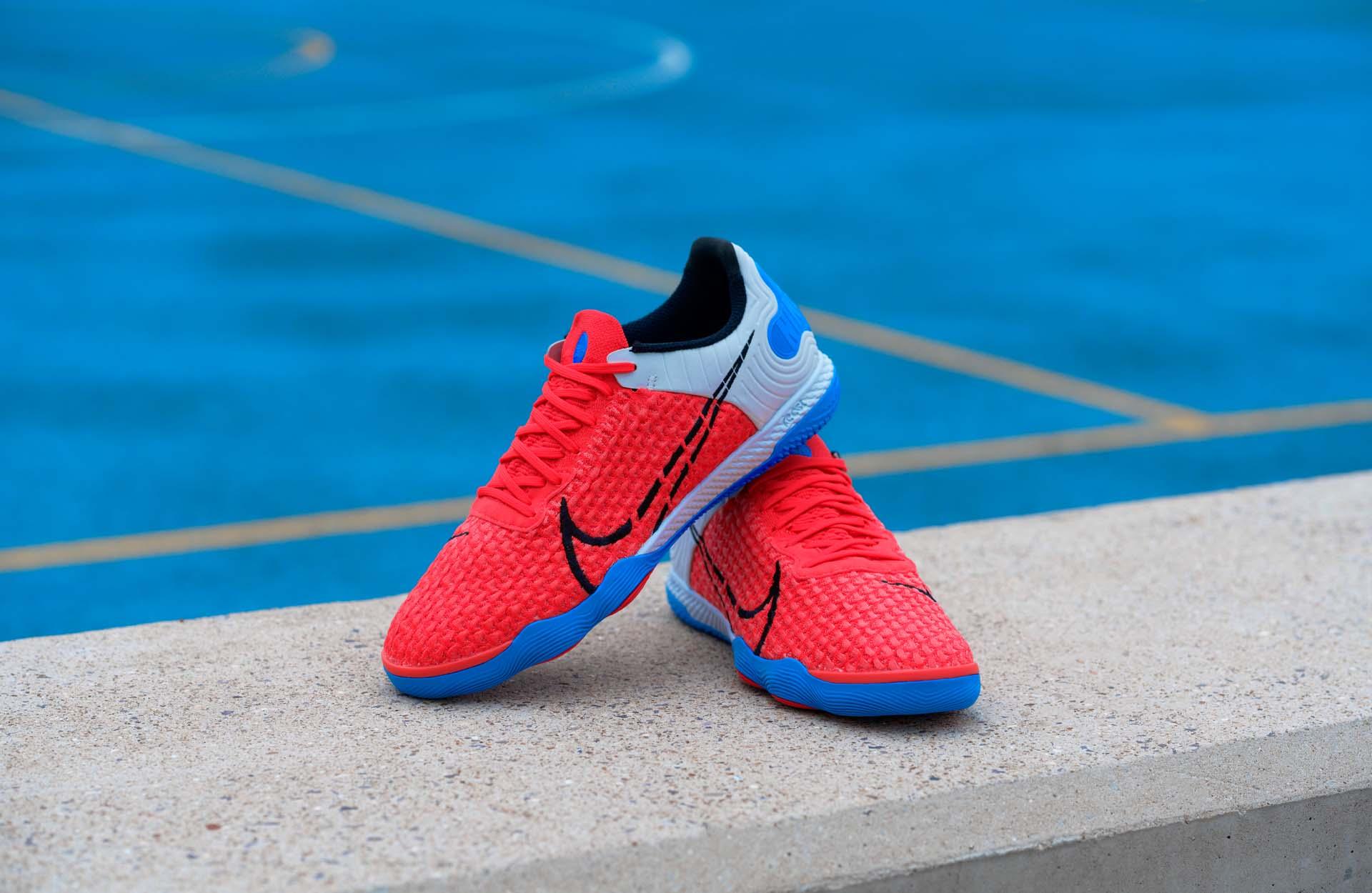 Giày đá banh Nike React Gato sở hữu phối màu đỏ nổi bật đẹp mắt