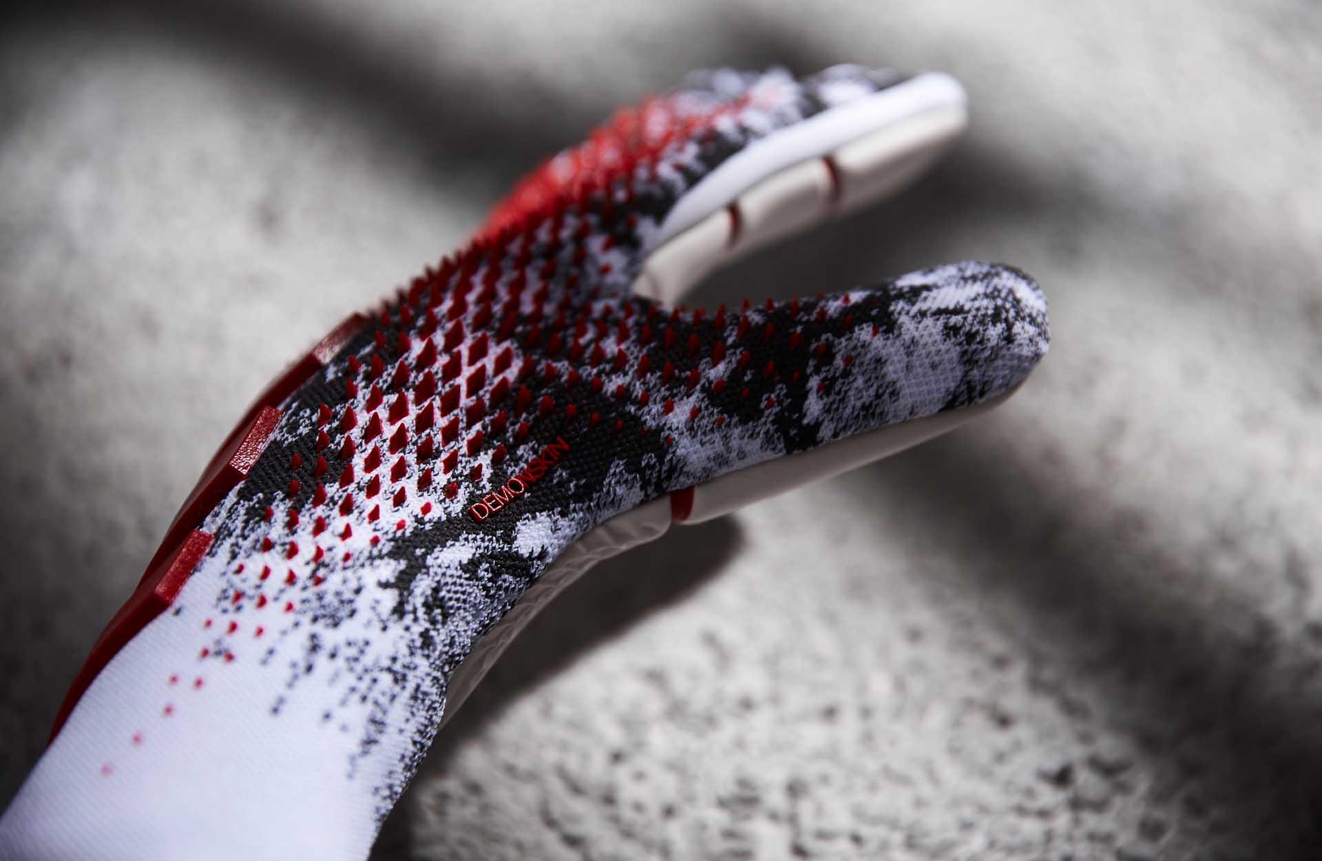 Thiết kế của găng tay thủ môn Manuel Neuer