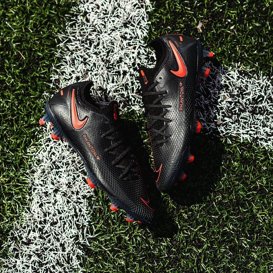 Vẻ đẹp của Nike Phantom GT - Black / Chile Red