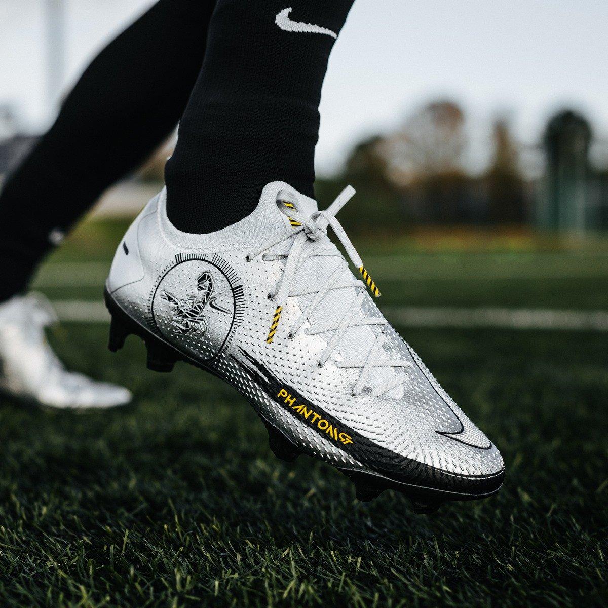 Công nghệ của giày đá banh Nike Phantom GT