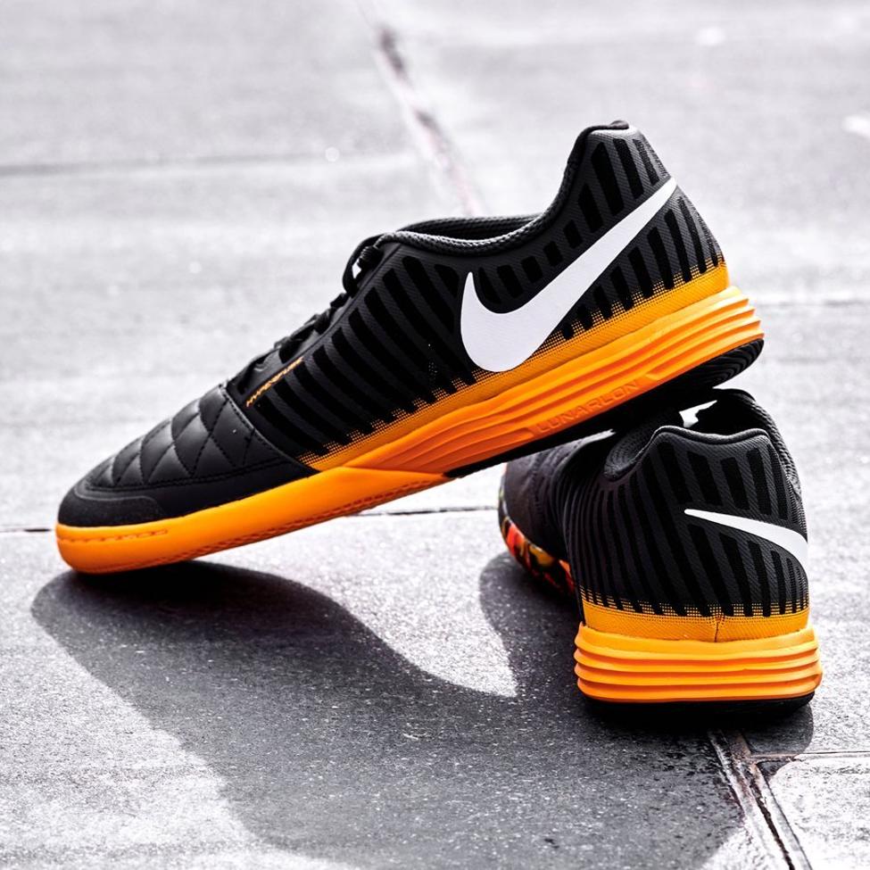 Bộ sưu tập giày đá banh Nike Nightfall IC