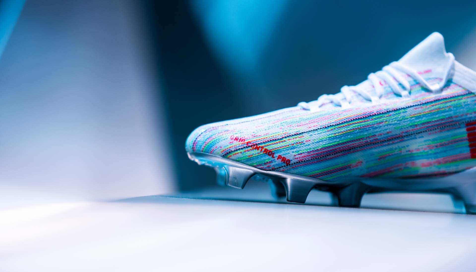 Công nghệ giày đá bóng Puma Future Z Spectra Pack