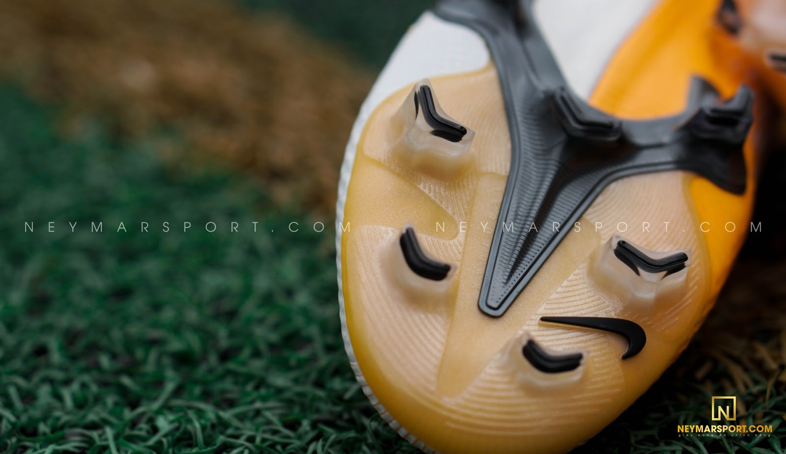 So sánh đặc trưng công nghệ giày đá bóng Nike Mercurial Vapor 13 và Adidas X Ghosted