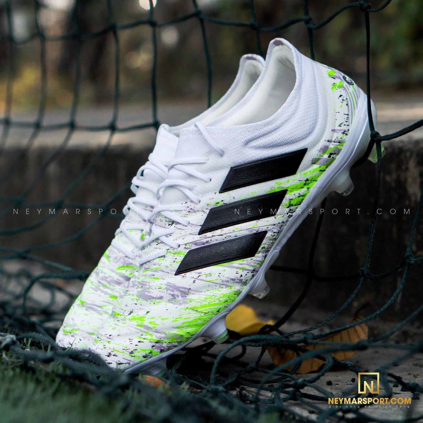 Điểm chung của giày cỏ tự nhiên Nike Tiempo Elite và adidas Copa 20.1