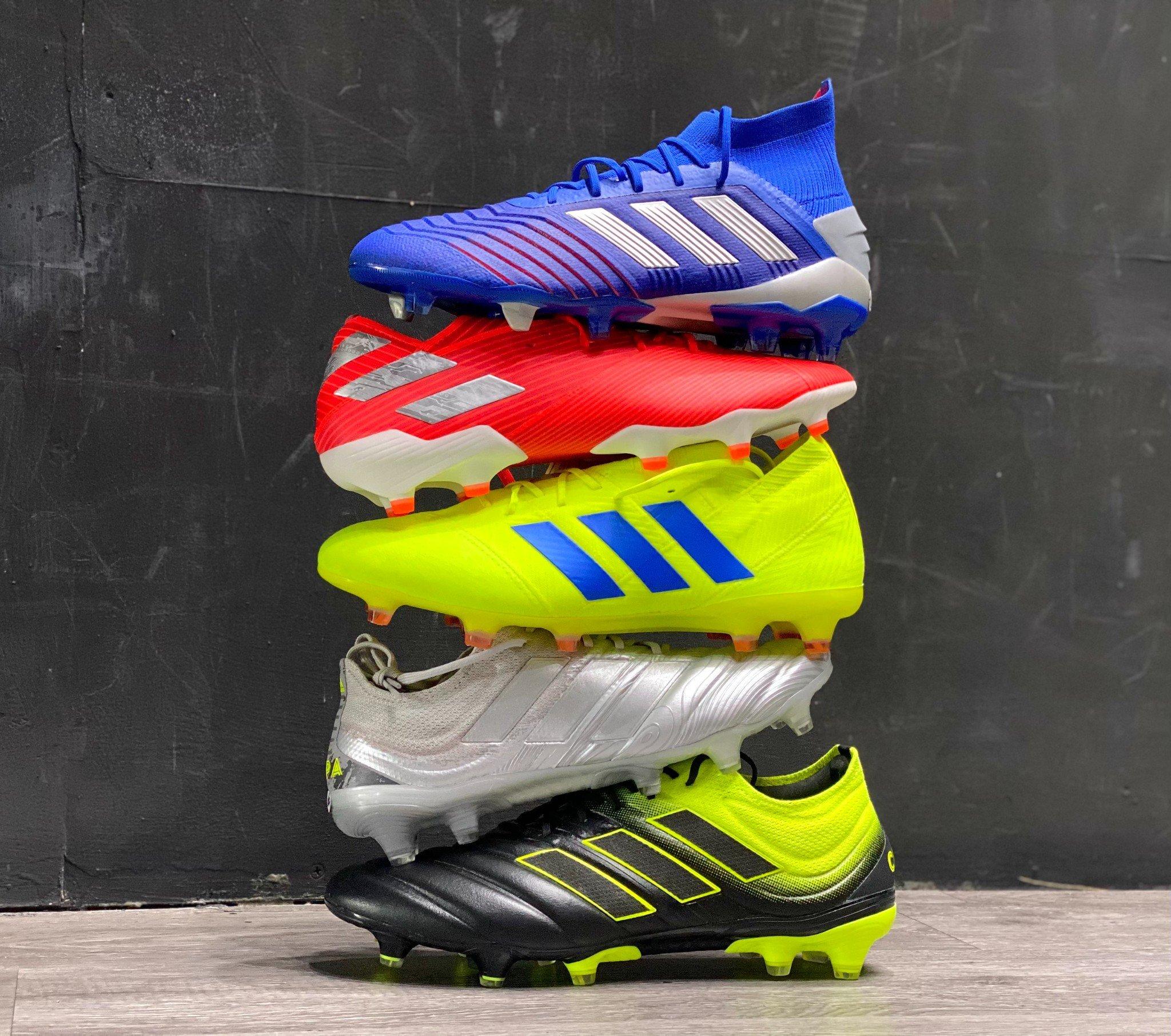Giày đá bóng adidas giảm giá 50%