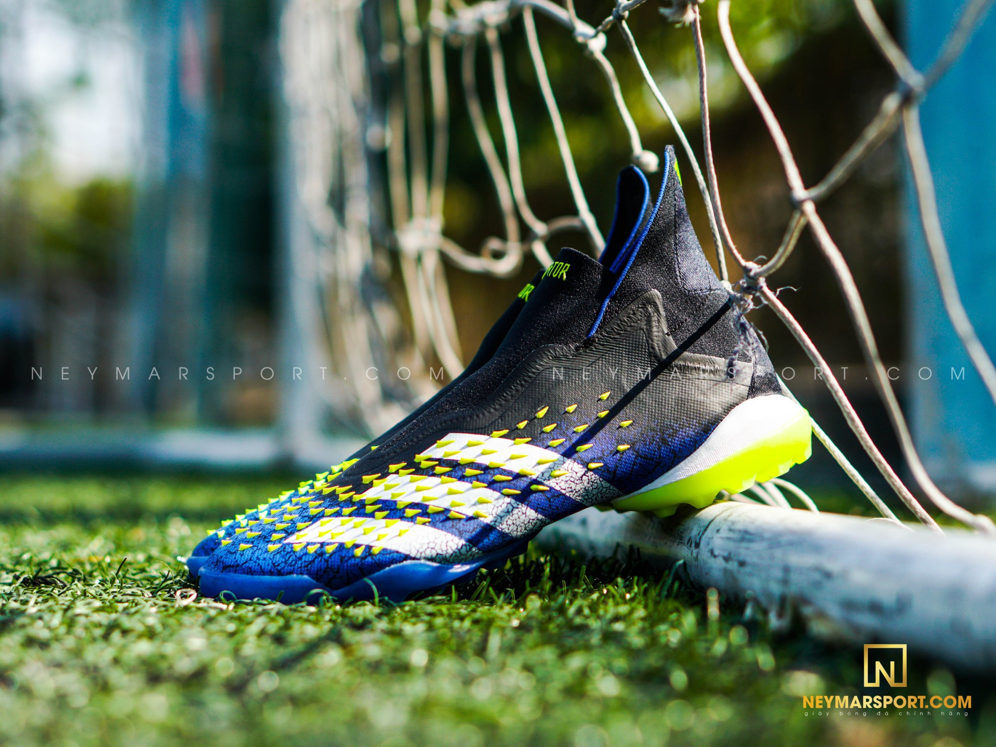 Giá bán của giày đá banh adidas Predator Freak Superlative