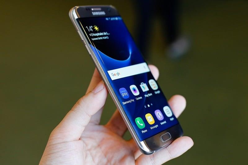 Điều gì khiến Samsung từ bỏ công nghệ màn hình cong? hình ảnh 4