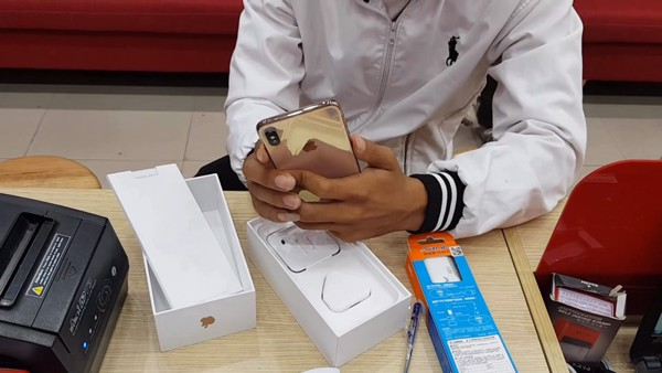 iphone xs max gia re