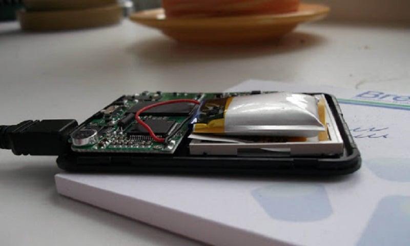 Phải làm gì khi pin điện thoại bị phồng?