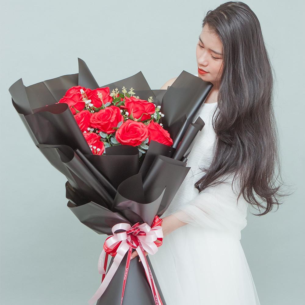 Bó Queen Red Rose rực rỡ lớn 18 bông