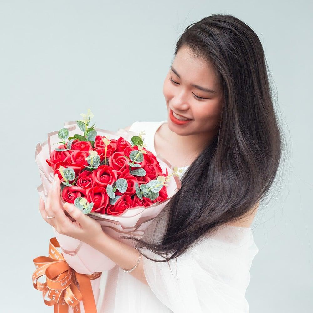 Bó Red Rose giấy hồng xen lá 30 bông