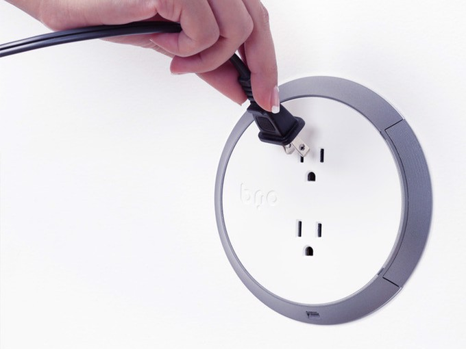 Brio Power Outlet - Ổ cắm điện thông minh với thiết kế an toàn