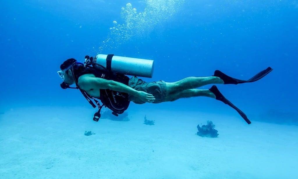 Phân biệt giữa lặn Snorkeling( lặn ống thở) vàDiving( lặn bình dưỡn – Vài Thứ Hay