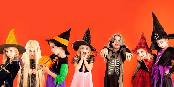 Đồ hóa trang Halloween được bé nam yêu thích là zoombi xác sống