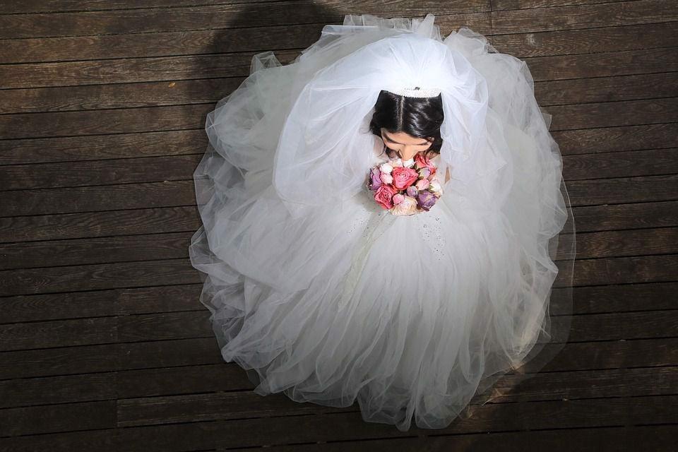 Sử dụng miếng dán giữ nhiệt cho cô dâu