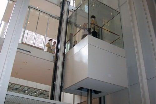 Ưu điểm của catalog thang máy lồng kính