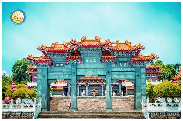 """văn võ miếu"""" - wen wu temple"""