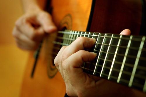 Sai lầm khi học bấm hợp âm guitar và cách khắc phục phù hợp – Công ty TNHH  MTV Âm Thanh Nhạc Cụ Ánh Sáng Loan Phương Thảo