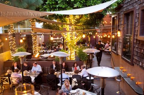 đèn trang trí quán ăn ngoài trời