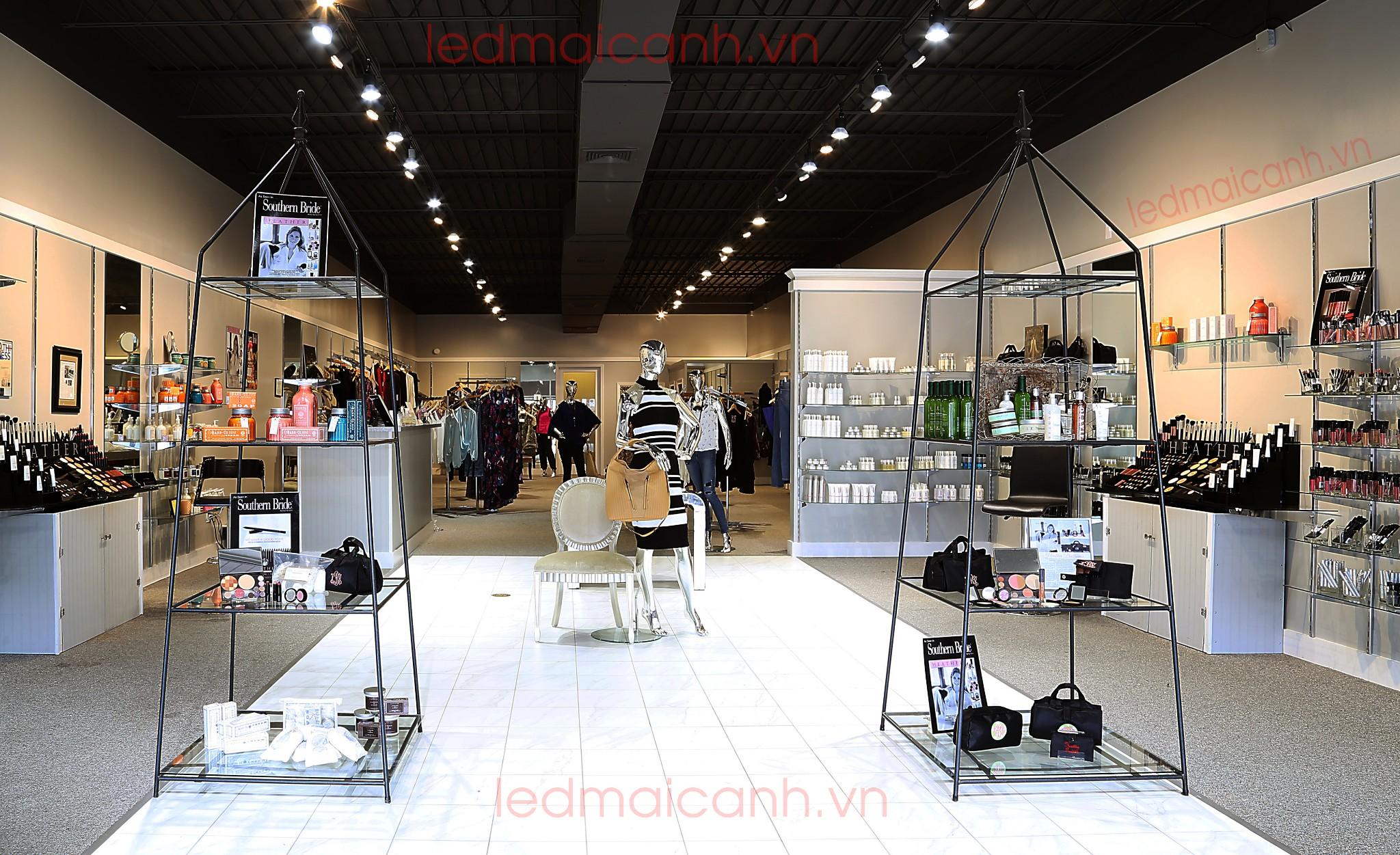 đèn chiếu sáng shop quần áo thời trang