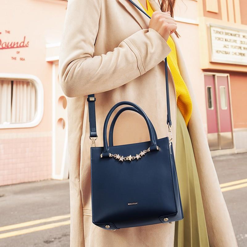 Túi đeo chéo công sở Nucelle xanh charm sao xích  1171632-06