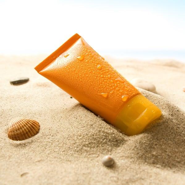 Kem chống nắng có hại như thế nào đến môi trường biển?