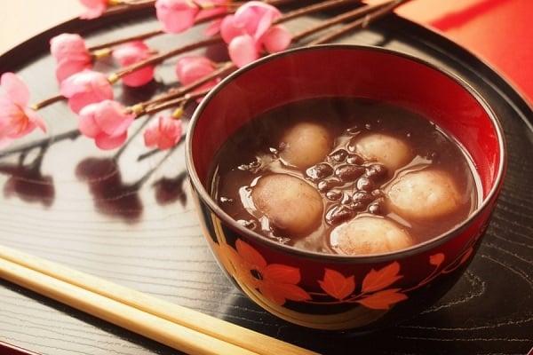 Ấm lòng với chè đậu đỏ, bột năng trong tiết trời mùa thu se lạnh