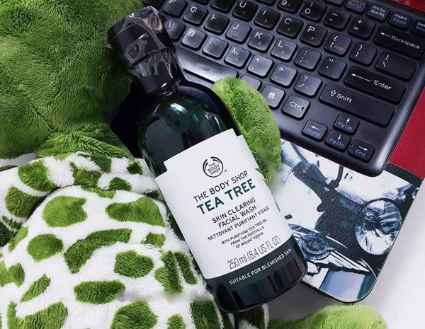 Nước hoa hồng ‪‎The Body Shop‬ tea tree skin clearing toner 250ml